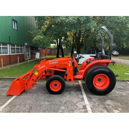 Kubota L1361 Compact Tractor with LA525 Front Loader